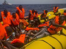 migranti, more, stredozemné, utečenci, plťka
