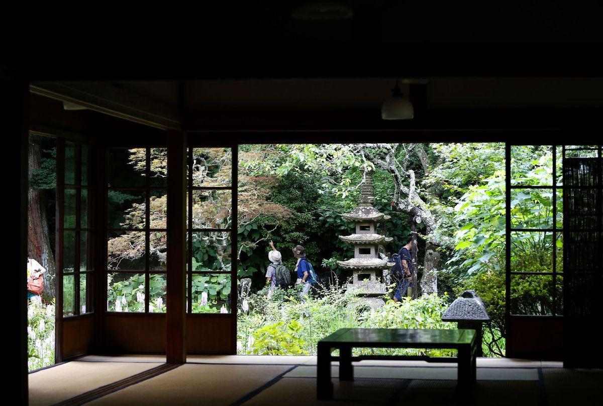 Japonsko, budhistický chrám, turisti