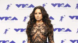Speváčka Demi Lovato si obliekla priehľadnú kreáciu Zuhair Murad.