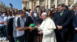 Pápež František prijal futbalový tím Chapecoense.