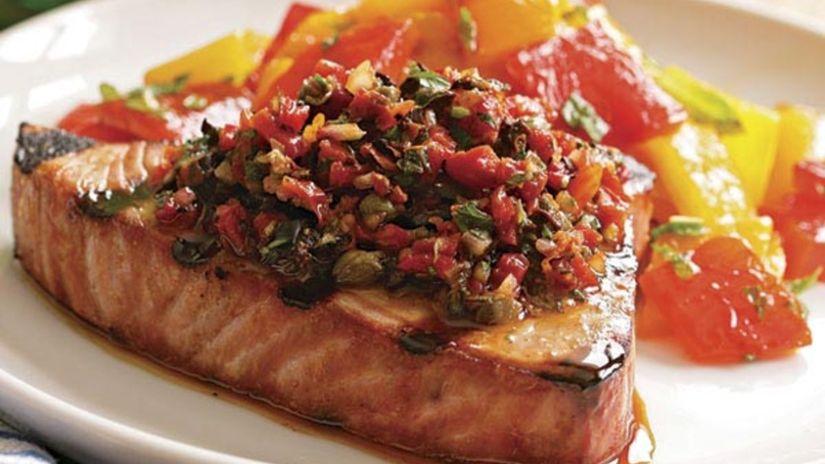 tuniak s paradajkami a kaparami