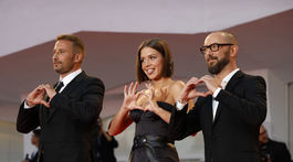 Michael Roskam (vpravo) s hercami Adele Exarchopoulos a Matthiasom Schoenaertsom