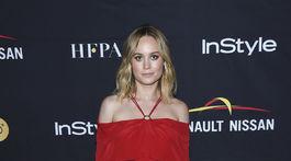 Herečka Brie Larson v kreácii Yigal Azrouel.