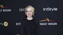 Herečka Emma Stone prišla na akciu v šatách Chloe.