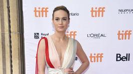 Brie Larson v šatách Schiaparelli Haute Couture