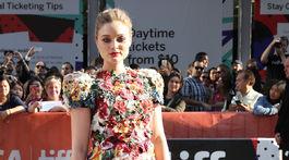 Herečka Bella Heathcote v kreácii Dolce & Gabbana.
