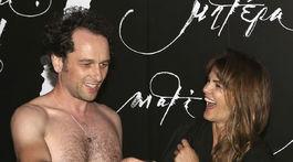 Matthew Rhys sa vyzliekol a jeho manželka Keri Russell