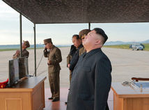 Kim zastavil jadrové i raketové testy a uzavrie strelnicu