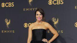 Herečka a speváčka Mandy Moore v kreácii Carolina Herrera.