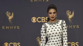 Herečka Priyanka Chopra v šatách Balmain.