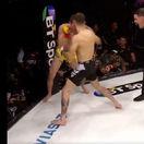 VIDEO: Na víťaza by nik nestavil cent. Pozrite sa na šokujúci zvrat v MMA