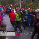 VIDEO: Zabudnite na Tour. Nórska polícia sa s fanúšikmi na trati nemazná