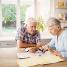 dôchodca, dôchodok, kalkulačka, účet, účty, faktúra, elektrina, plyn