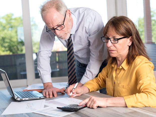 dôchodca, dôchodok, penzia, kalkulačka, pracujúci, zamestnanec