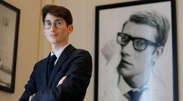 Olivier Flaviano, riaditeľ múzea Yves Saint Laurent Museum, pózuje v jeho priestoroch.