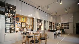 Replika štúdia, v ktorom vznikali všetky kreácie z dielne slávneho Yves Saint Laurenta.