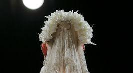 Modelka vo svadobných šatách z kolekcie dizajnéra Naeema Khana.