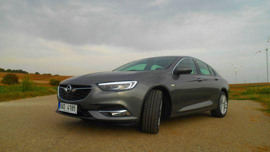 Test: Opel Insignia Grand Sport 2,0 CDTI – elegancia a pohodlie