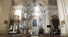 Kostol, oltár
