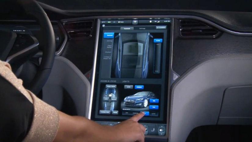 Tesla-Screen-Opening
