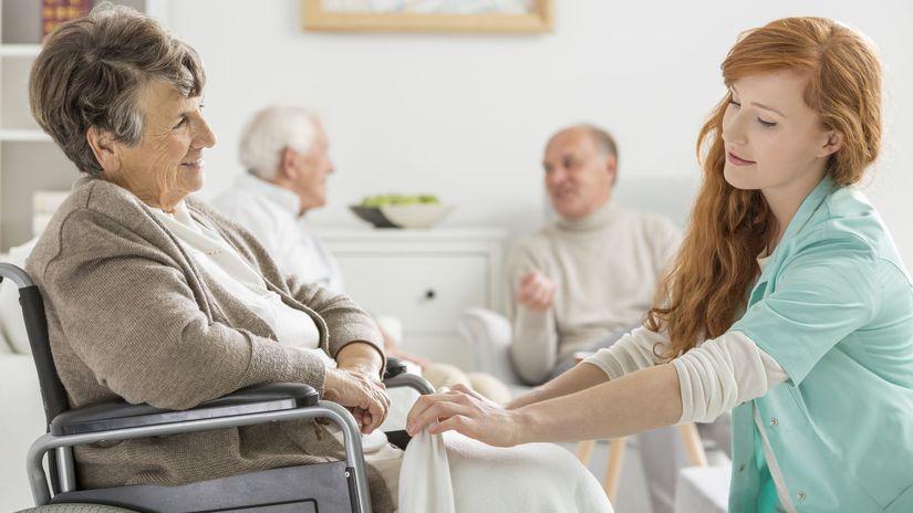dom dôchodcov, dôchodok, ošetrovateľka,...
