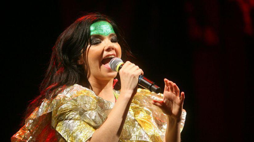 Speváčka Bjork na archívnom zábere z koncertu v...
