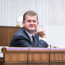 Schôdza o odmene advokátovi: Parlament prijal uznesenie Smeru