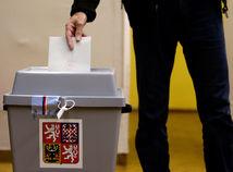 Voľby v Česku: Po sčítaní deviatich desatín okrskov jasne vedie Babišovo ANO