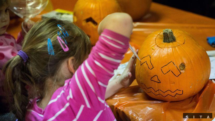Halloween, vyrezávanie tekvica, masky,