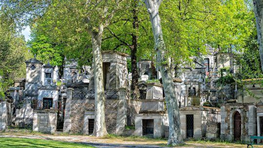 Najnavštevovanejší cintorín sveta láka 3 milióny turistov ročne. Odpočívajú tu slávni
