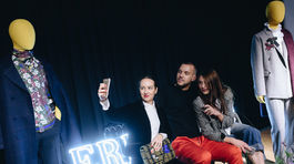 Moderátor Michal Sabo so štylistkou Monikou Blahovou a blogerkou Eliškou Chomistekovou.