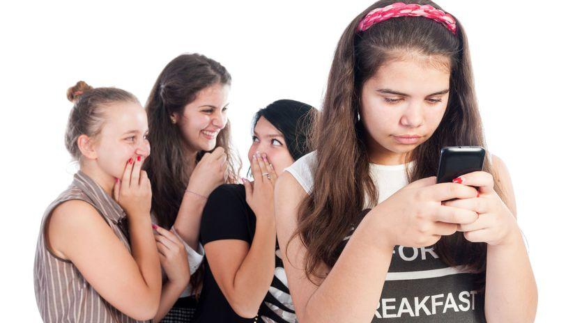 mobil, internet, kyberšikana, študent, žiak