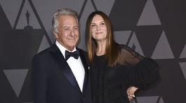 Herec Dustin Hoffman a jeho manželka Lisa Hoffman.