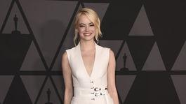 Herečka Emma Stone v kreácii Louis Vuitton.