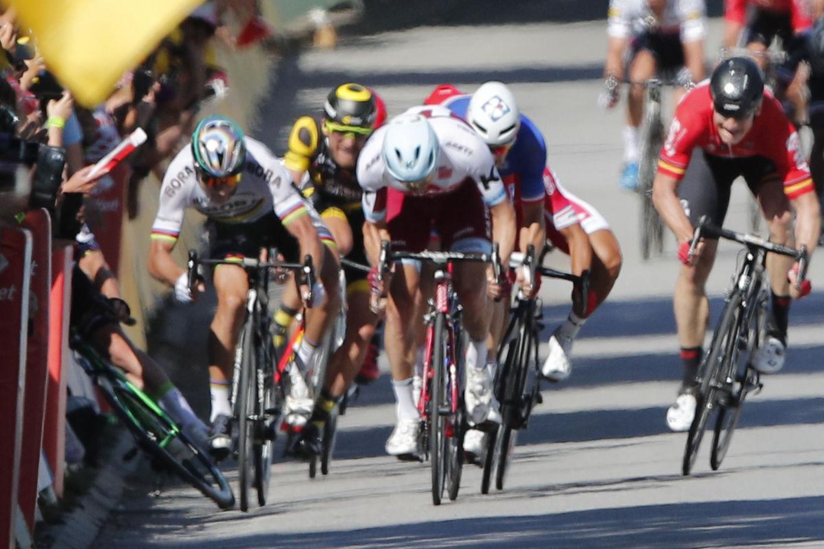 Saganov svet  Je aj o guľovačke či svadobnej píle - Cyklistika ... f8715d141e