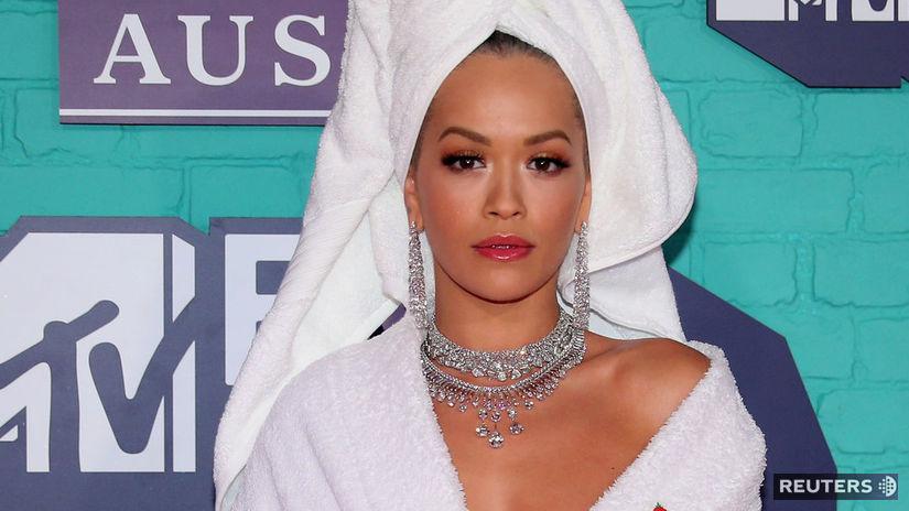 Britská speváčka Rita Ora predvádzala intímny...