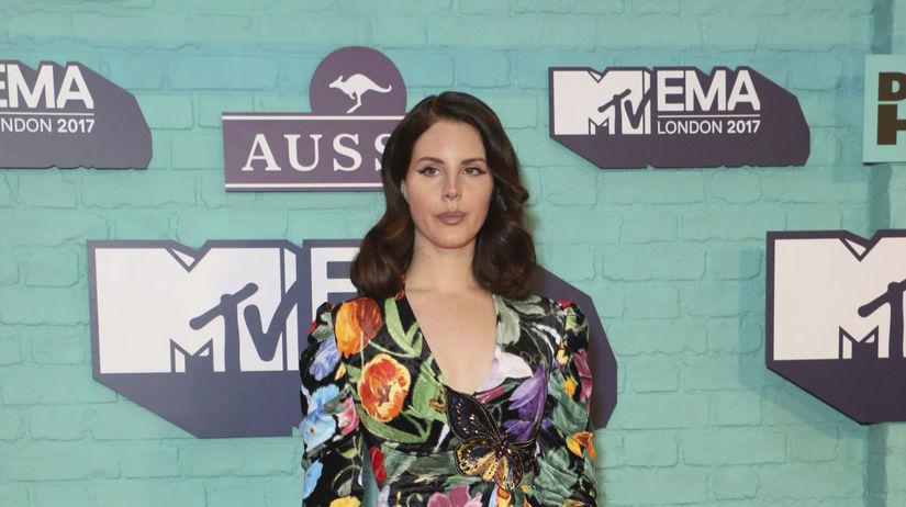Speváčka Lana Del Rey prišla na vyhlásenie cien...