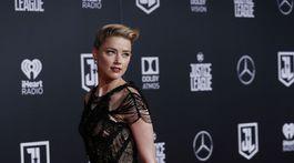 Herečka Amber Heard v kreácii Atelier Versace.