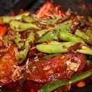 Indonézske ostré kuracie mäso s fazuľkami