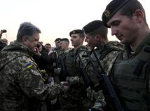 Ukrajinská armáda hľadá nových vojakov v baroch či kaviarňach