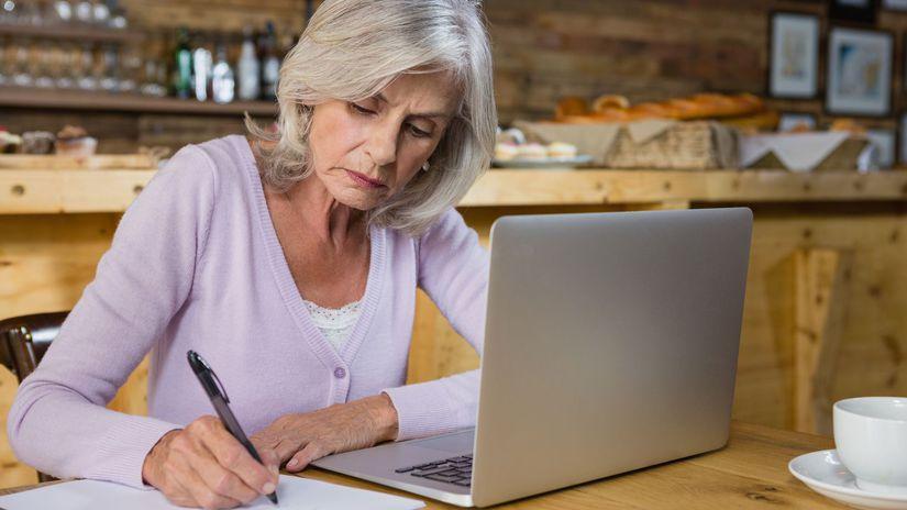 dôchodca, pracujúci, počítač, senior