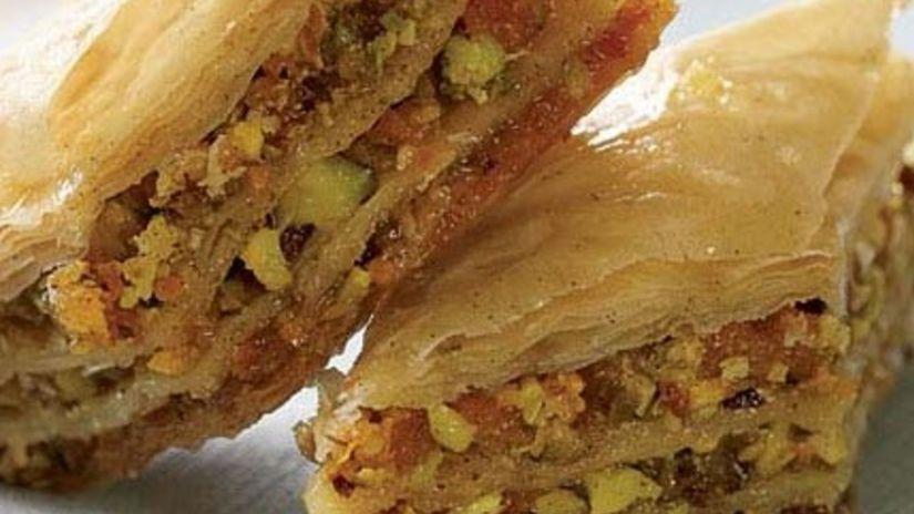 Baklava s pistáciami a mandľami, orechy