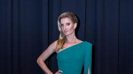 Moderátorka Adela Banášová v šatách od Michaely Ľuptákovej.