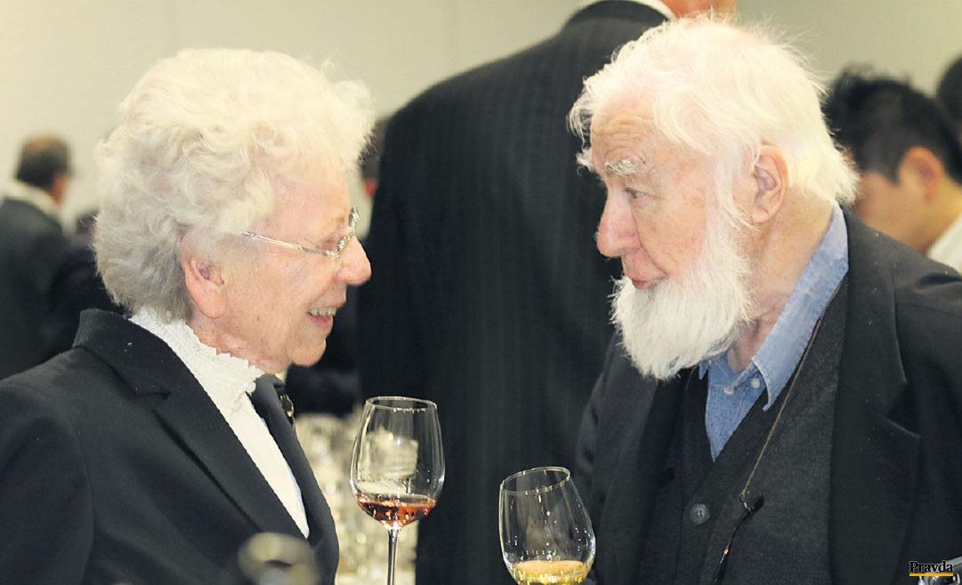 Dve veľké postavy európskeho a slovenského vína. Šľachtiteľka Dorota Pospíšilová a John Salvi, Master of Wine.