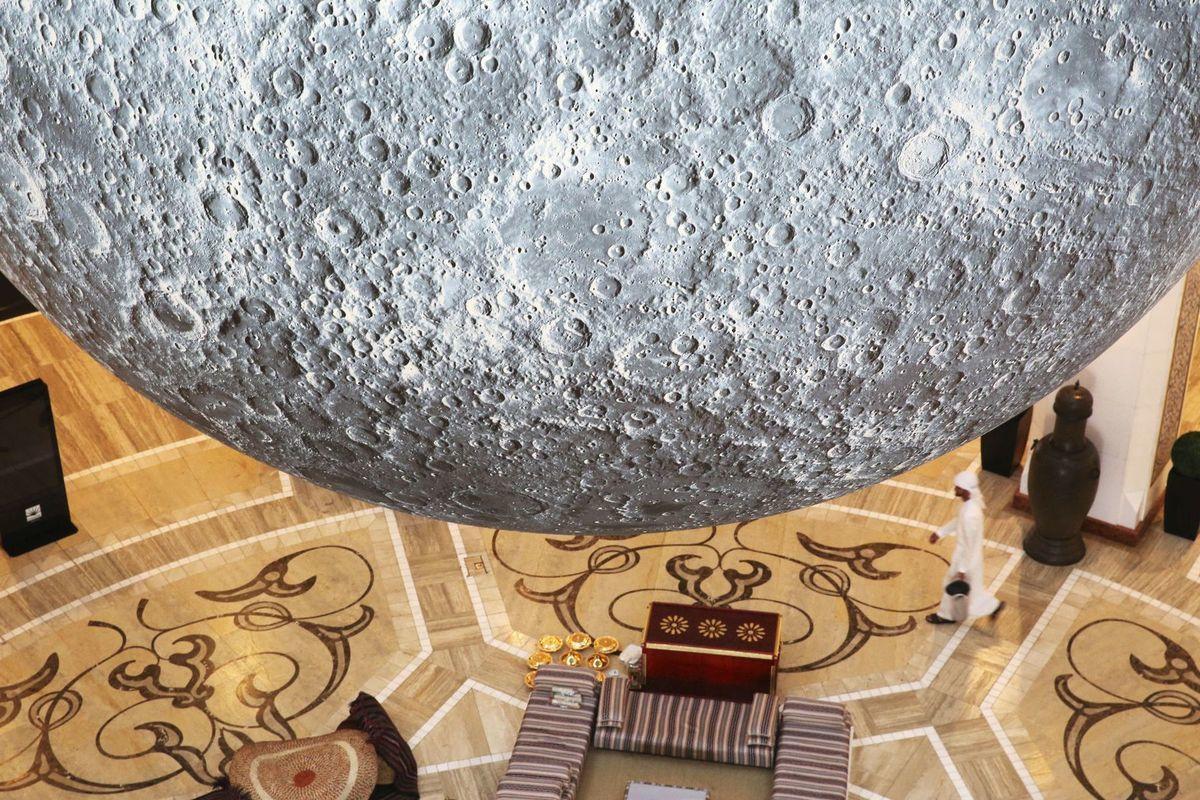 Emiráty, Mesiac, planéta