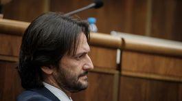 Minister vnútra Kaliňák počas pokusu o odvolanie.