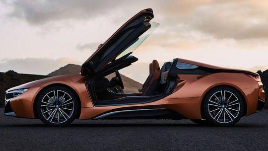BMW i8 Roadster: Ekošport z Mníchova prišiel o strechu. A má viac výkonu