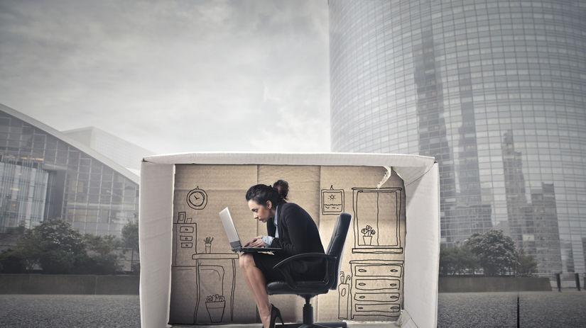malý byt, práca, žena