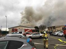 Výbuch plynovej stanice v Rakúsku: Požiar uhasili, hlásia jednu obeť a 18 zranených
