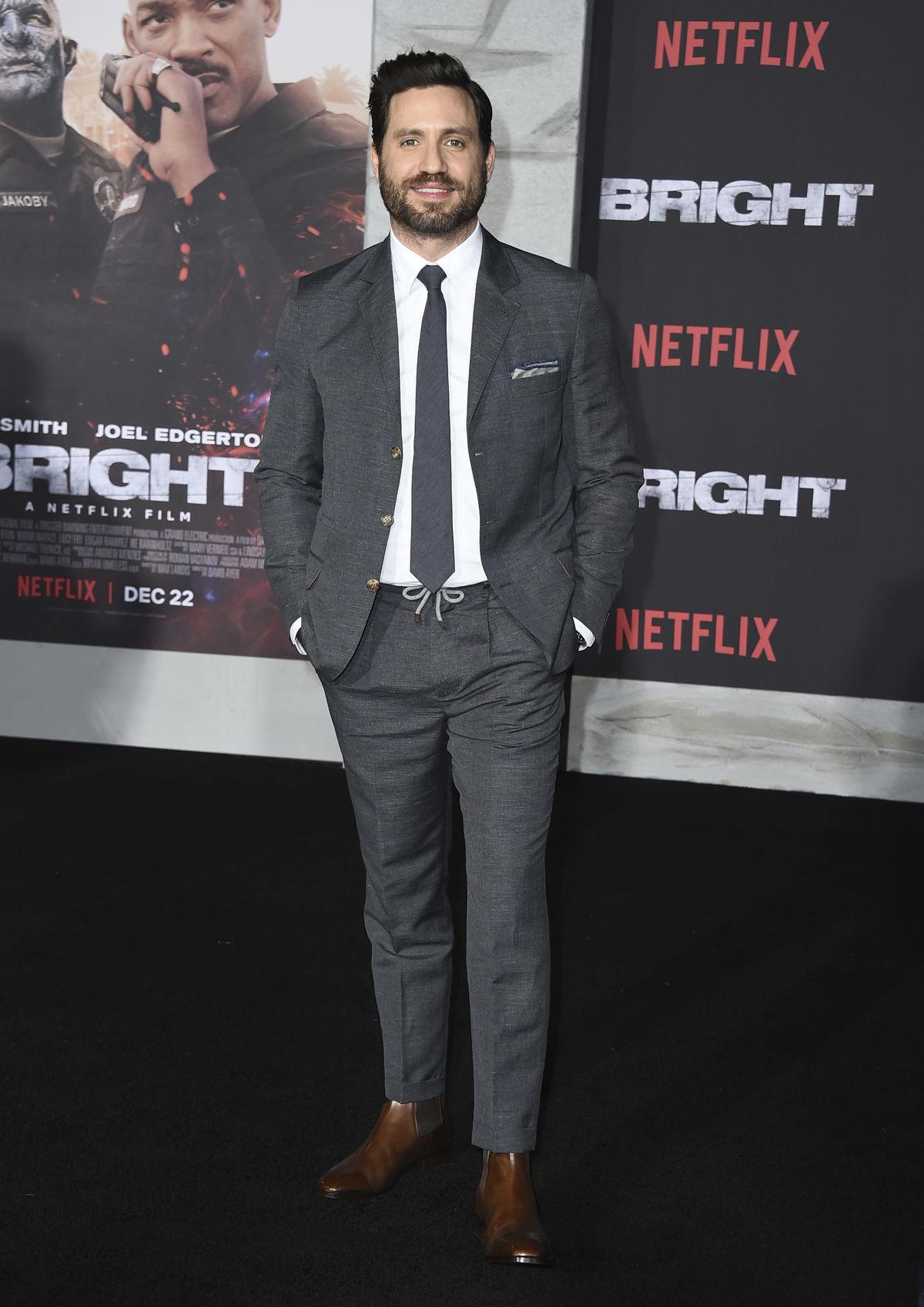Herec Edgar Ramirez na premiére novinky Netflix...